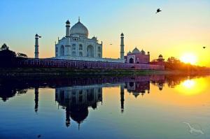 Asiatische Tempel & Pagoden entdecken: Dubai - Straße von Hormuz - Muscat - Mormungao (Goa) - Kochi - Ceylon - Yangon (Myanmar) - Phuket - Malakka - Singapur mit der MS Amadea