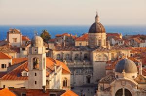 Höhepunkte im Östlichen Mittelmeer: Venedig - Dubrovnik - Kerkyra - Rhodos - Alanya - Limassol - Haifa - Ashdod - Bari - Venedig mit der MS Artania