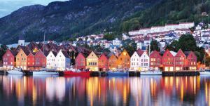 MS MIDNATSOL: Klassische Hurtigruten in Norwegen