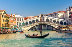 Mediterrane Sonnenziele mit MS Artania: Genua - Barcelona - Alicante - Cagliari - Neapel - Messina - Gozo - Valletta - Patras - Korfu - Kotor - Split - Zadar - Venedig mit der MS Artania