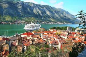 Ostern im sonnigen Mittelmeer: Marseille - Barcelona - Cagliari - Trapani - Valletta - Kerkyra - Kotor - Split - Triest mit der MS Artania