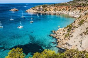 Sommer, Sonne, Kreuzfahrtträume im Westlichen Mittelmeer: Monaco - Cannes - St. Tropez - Rosas - Barcelona - Ibiza - Cagliari - Rom - Portoferraio - Genua mit der MS Amera