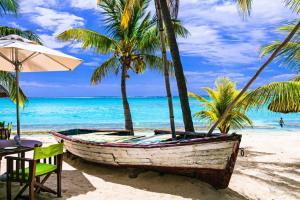Trauminseln & Metropolen von Welt: Port Louis - Le Port - Mahé - Äquatorüberquerung - Badeinsel Male - Colombo - Insel We - George Town - Port Kelang - Singapur mit der MS Artania