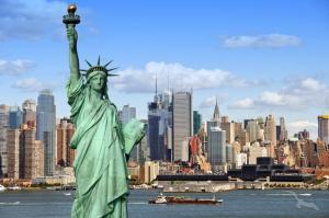 Von Peru nach New York und Kanada: Lima - Guayaquil - Äquatorüberquerung - Panama-Kanal - Nassau - Miami - New York City - Halifax - Cobh - Bremerhaven mit der MS Artania