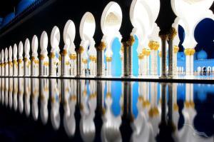 Weihnachtsurlaub mit Ziel Emirate: Nizza - Straße von Messina - Heraklion - Suez-Kanal - Hurghada - Salalah - Muscat - Straße von Hormuz - Abu Dhabi - Dubai mit der MS Amadea